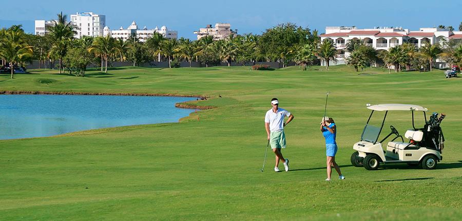 Pareja Jugando Golf En Nuevo Vallarta Real Estate In Puerto